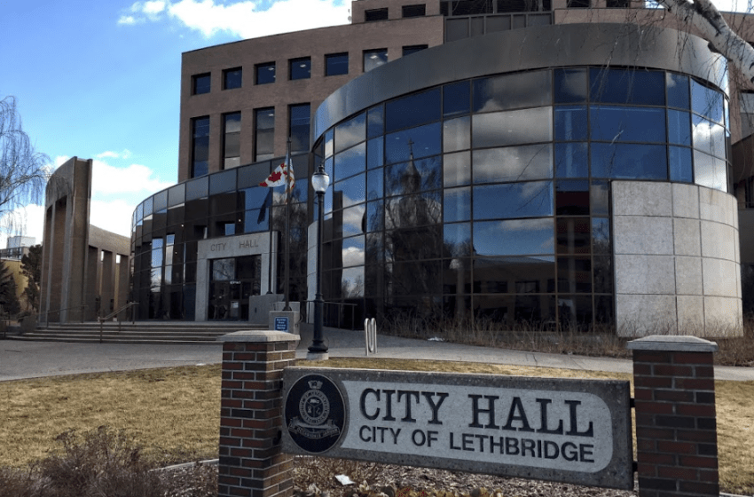 Councillors, Mayor vote to take 10 percent pay cut
