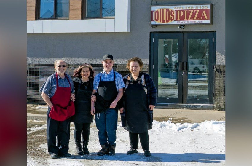 Drive-by celebration for closing of Dilo's Pizza