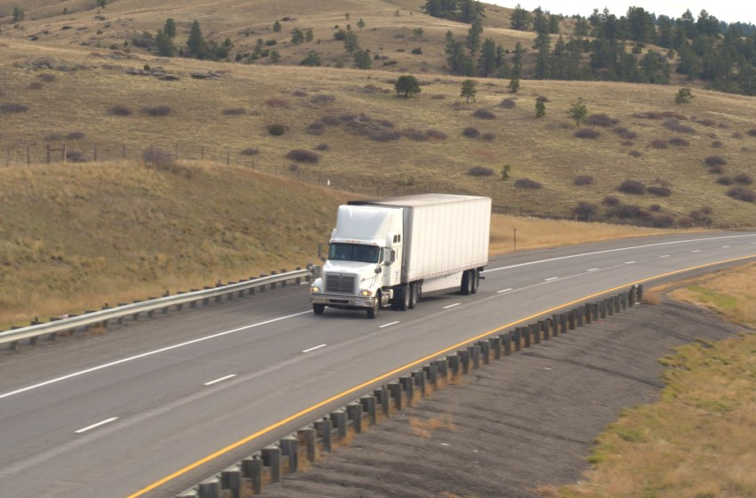 Truckers can get the COVID-19 vaccine between Alberta and Montana border