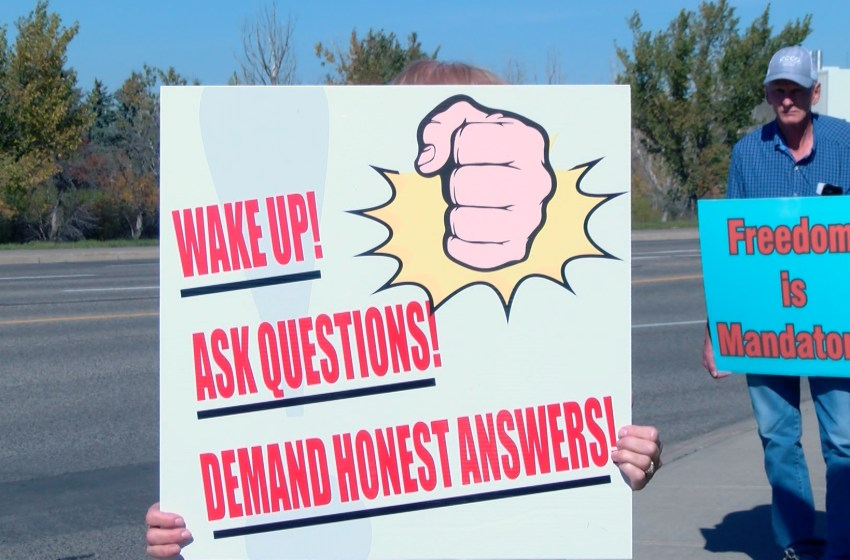 Protestors says no to mandatory vaccinations at U of L